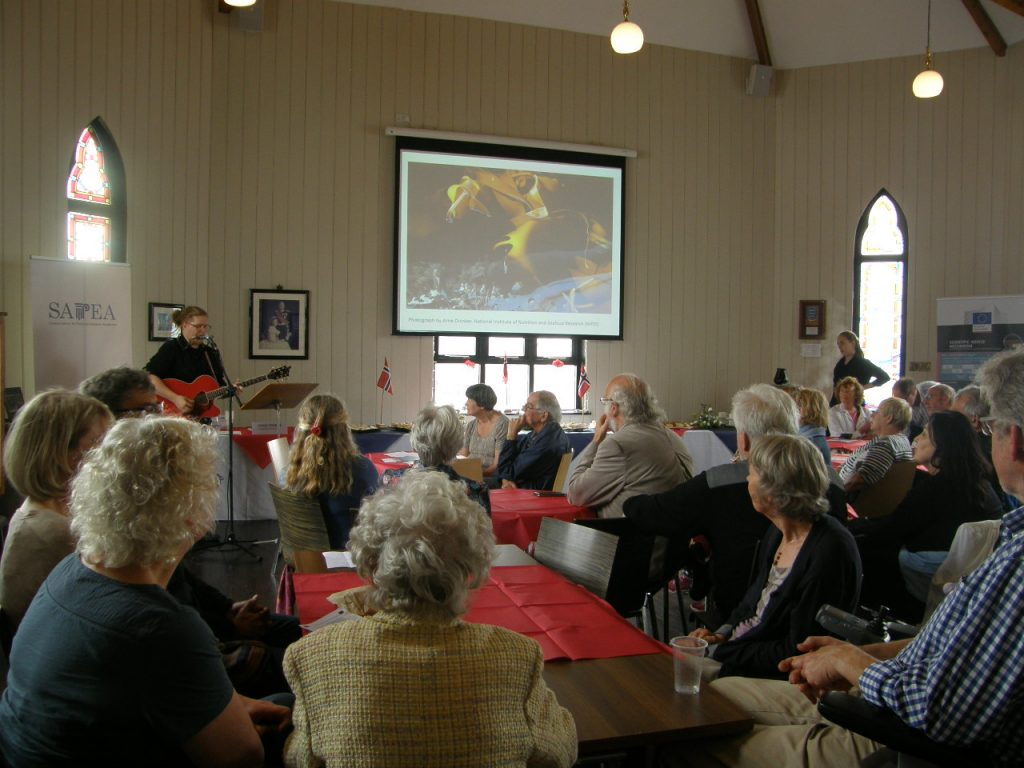 Stian Vedoy performs at the Saturday reception