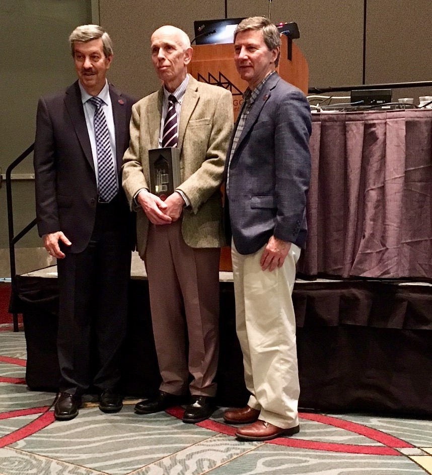 Martin Frank (left), Executive Director of the American Physiological Society and Professor Dennis Brown (right), Harvard Medical School and President of the American Physiological Society, presenting Professor Ole Petersen with the Walter B. Cannon Award.