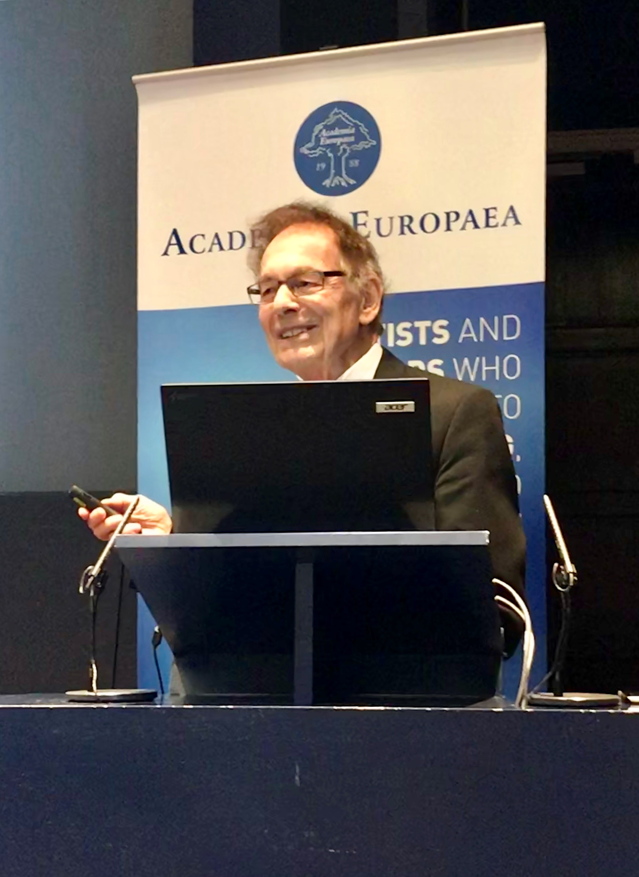 Professor Alexander Boksenberg, University of Cambridge, presenting on observational astronomy