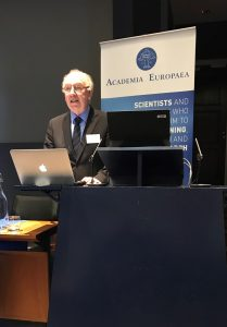 Sir John Skehel chairing the final session: 30 years of scientific developments