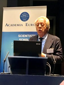 Professor Tullio Pozzan from the Italian National Research Council presenting on the regulation of mitochondrial function