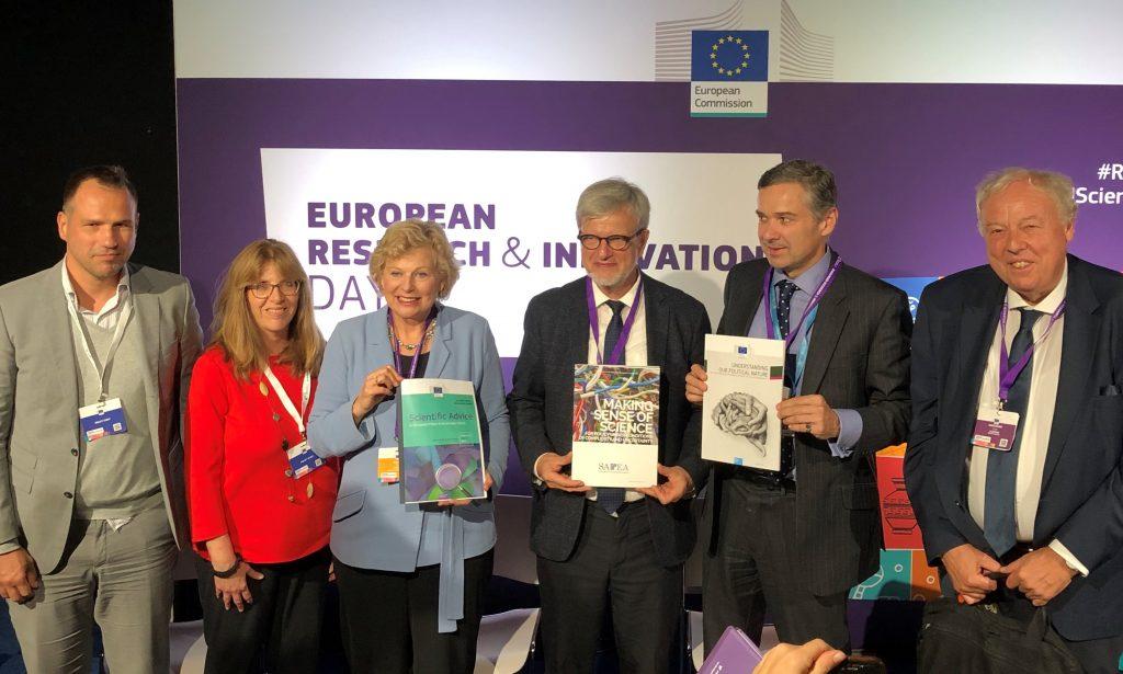 The scientific opinion by the EU Chief Scientific Advisors are presented to the public Right to left: Professor Sierd Cloetingh, Dr David Mair, Professor Ortwin Renn, Professor Pearl Dykstra, Louise Edwards, Dr Piotr Kwiecinski